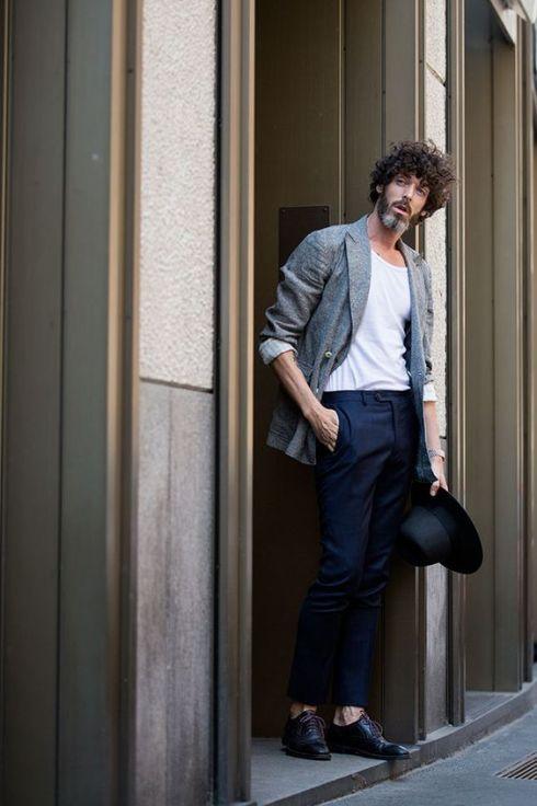 Le guide des tenues de soirée pour homme style street style men tshirt look casual tshirt costume bar