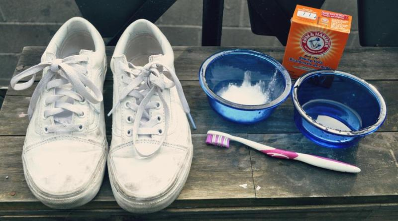comment bien nettoyer ses baskets blanches avec du bicarbonate de soude