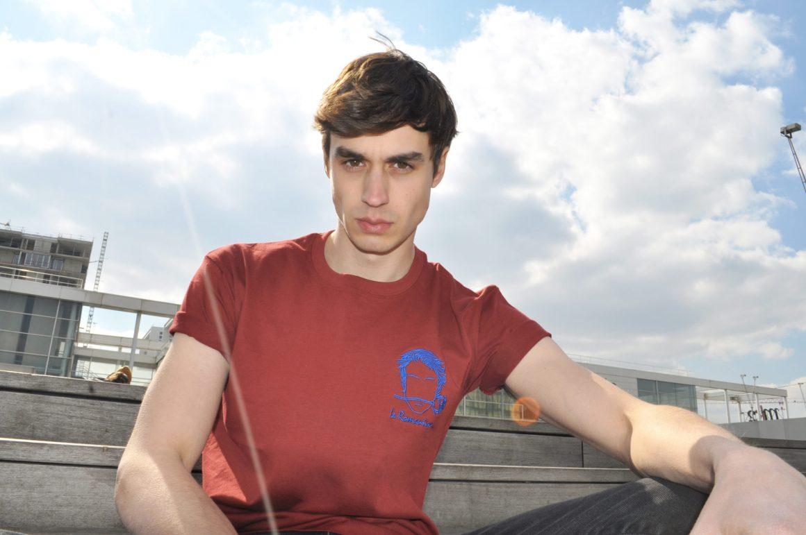 Tee-shirt rouge de la nouvelle collection
