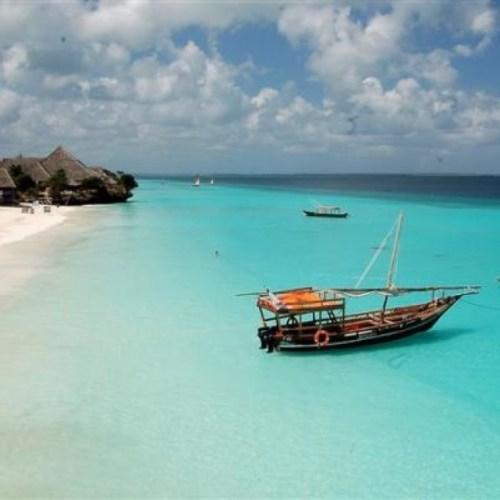 eau bleu indigo plage de Zanzibar