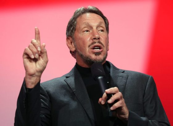 larry ellison looks d'hommes d'affaires