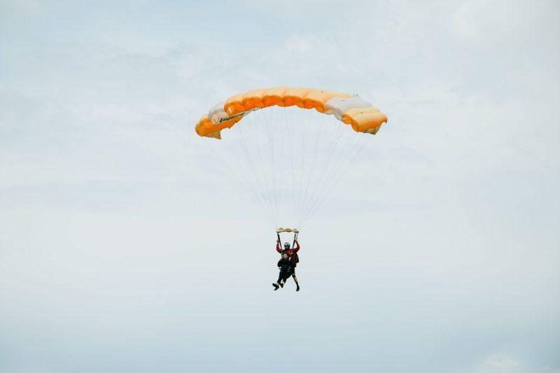 sports extrêmes saut en parachute cap adrenaline