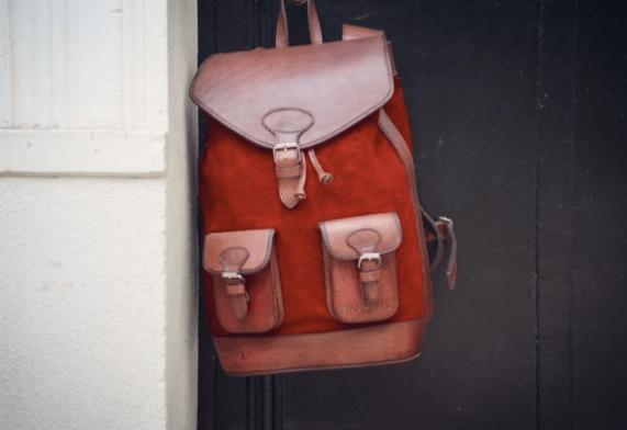 sac à dos rouge cuir femme voyage