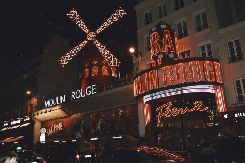 Moulin rouge cabaret spectacle Saint Valentin