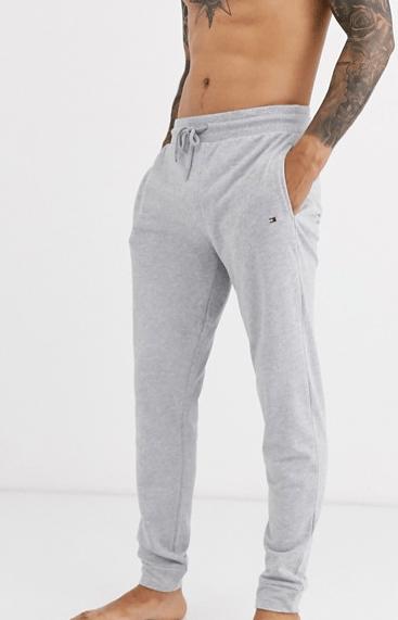 Tommy-hilfiger-jogger-ajusté-gris-look-de-la-semaine