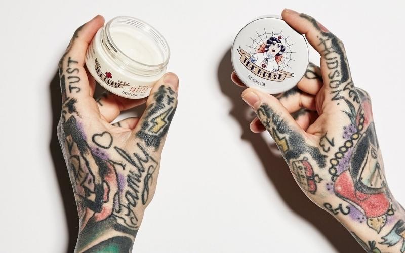 Prendre soin tatouage crème à appliquer