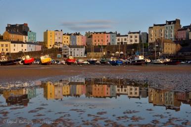 """""""Colores reflejados"""" Una foto clásica, si se quiere. Pero resulta irresistible no tomar una foto de esos edificios duplicando su color en una de las piscinas que deja la marea."""