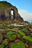"""""""Church Doors"""" (Las Puertas de la Iglesia), es una de los arcos naturales de Gales."""