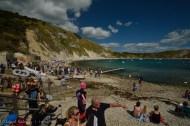 La playa de Lulworth Cove, con intensa actividad turística.