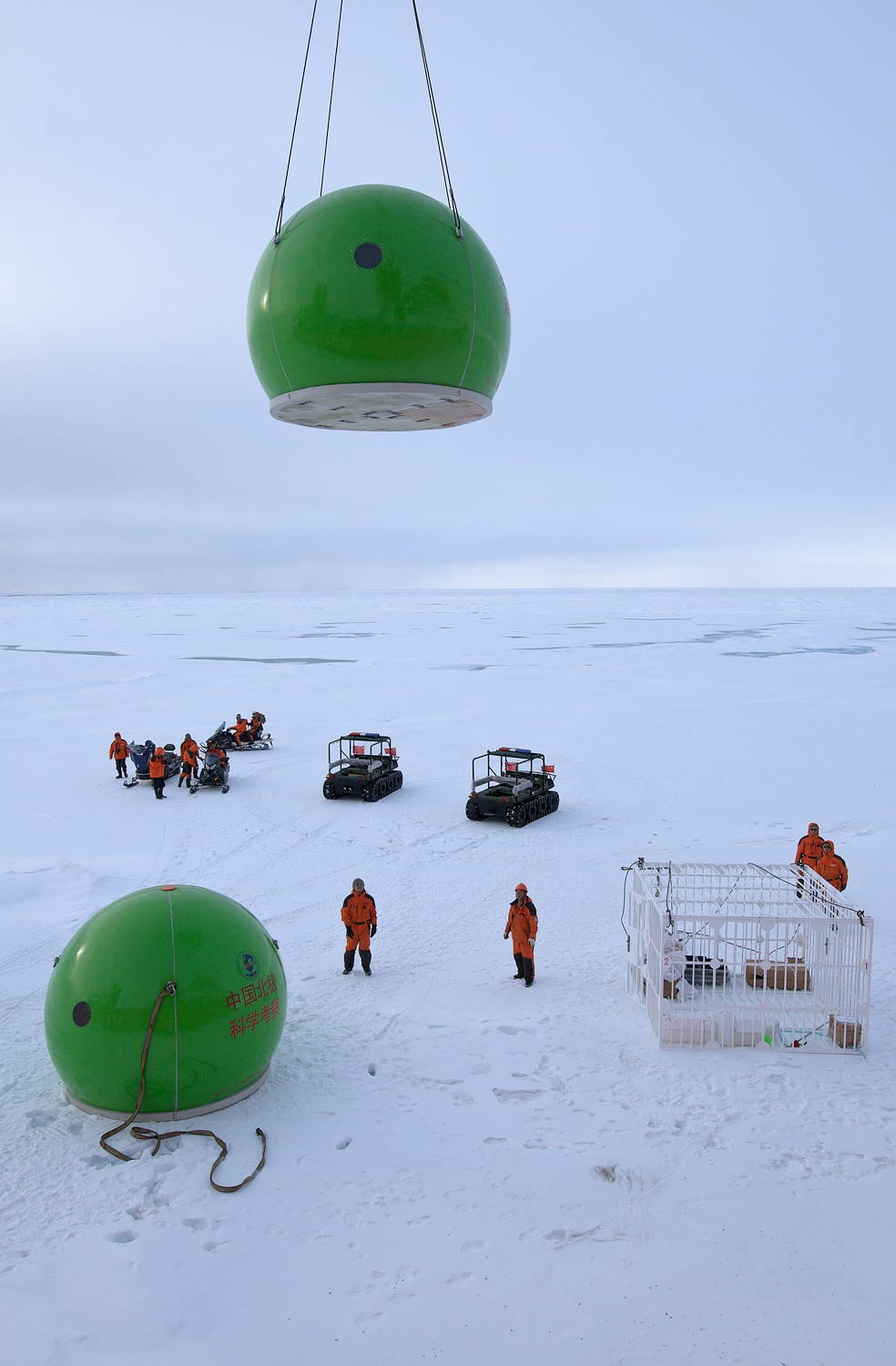 Chinese scientists deploy a camp onto the sea ice during an expedition to the Arctic. The logistics of doing research in the far north reminds scholars and students of the connections among knowledge, environment, and society. They help us frame the question, how do scientists move through the world? Image by Timo Palo, 2010. Wikimedia Commons.