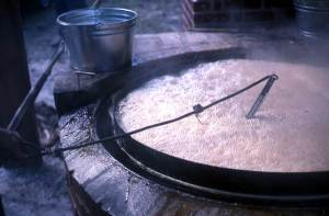 Large boiling vat with bucket