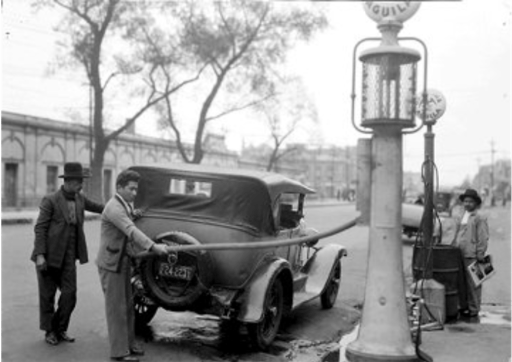 black and white photo of people filling their tank with gasoline in Mexico City around 1930.