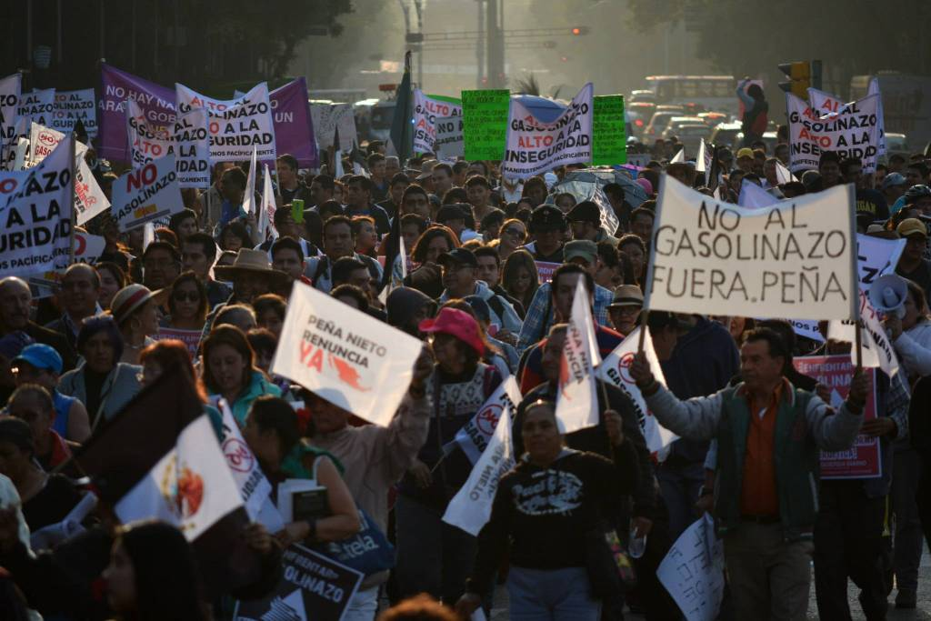 A group of protesters marching at a Gasolinazo protest in Mexico in 2017