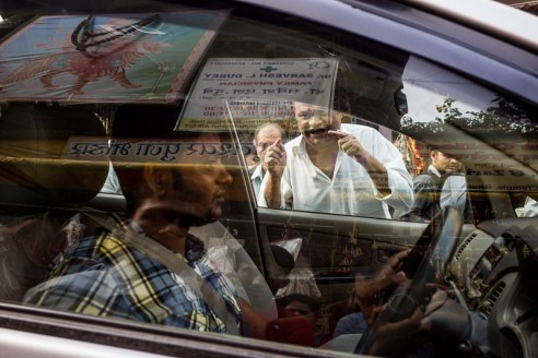 A confrontation between a pedestrian and a driver on Mumbai's busy streets.