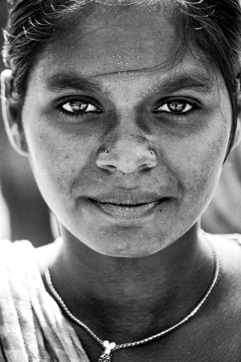 Ojos Negros Portrait of girl selling beads in the outskirts of Chennai, India. A testament to the natural and unaltered beauty in every woman.