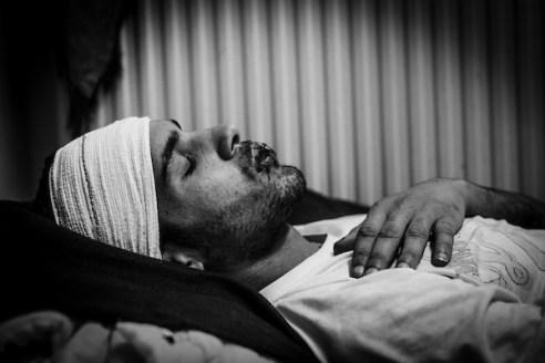 Sanspapiers, dakloze vluchtelingen, bivakkeren in gebouwen van de VUB zijn op 14 januari in hongerstaking gegaan om hun uitzichtloze situatie kracht bij te zetten. De Marokkaan Jamal Jaoudi (20) naaide 14 dagen geleden zijn lippen dicht.