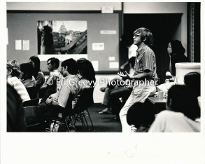 John Witwck addresses Ethnic Students at SOS meeting, Kaimuki Library 2607-12A 1972