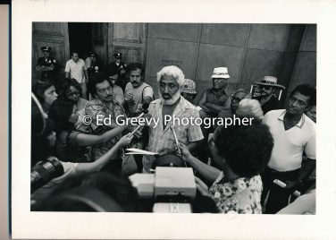 Puhipau at Governorʻs office demonstration 1980