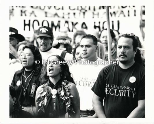 Haunani-Kay Trask leads Ka Lahui march to Iolani Palace (overthrow protest). 7085-8-6 1-17-93