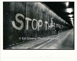 Anti h-3 protester puts up message in Wilson tunnel. 2859-4 1975