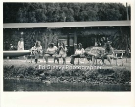 kauai-canoe-club-members-relax-between-paddeling-practice-2666-87-31-8-73