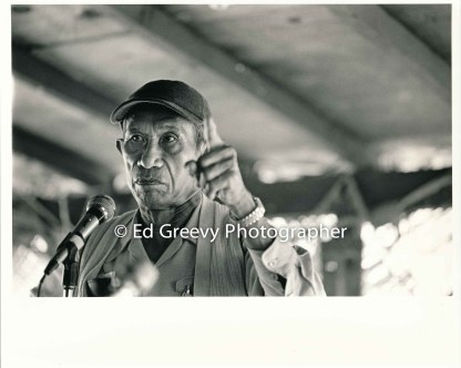 mr-obra-speaks-and-gestures-at-niumalu-nawiliwili-rally-on-kauai-2929-1-32-11-29-75