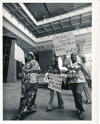 waiahole-waikane-residents-picket-and-protest-their-evictions-at-the-state-cap-2742-3-22-10-1-74