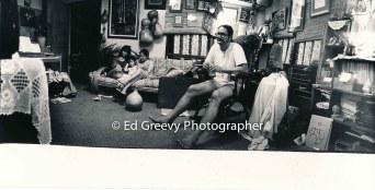 Imaikalani Kalahele at home in his liging room-studio. 5084-9-9 C1982