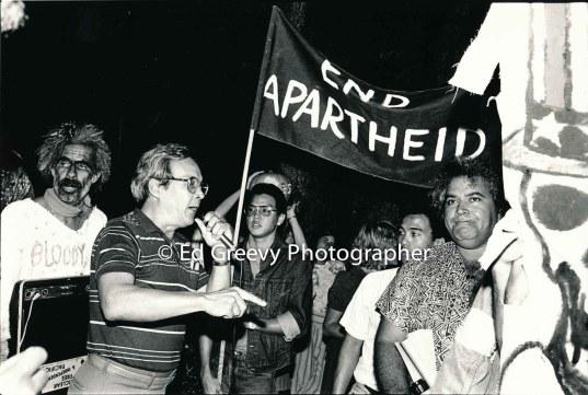 Oliver Lee, with mic, at anti Aparties protest, Kawaipuna Prejean at rt. 6054-10-31-86