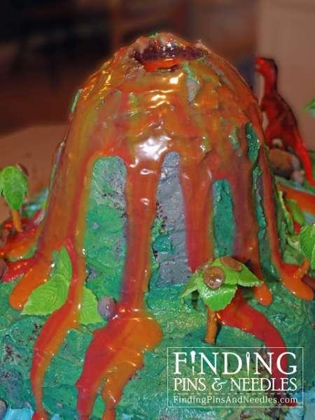 dino-island-cake