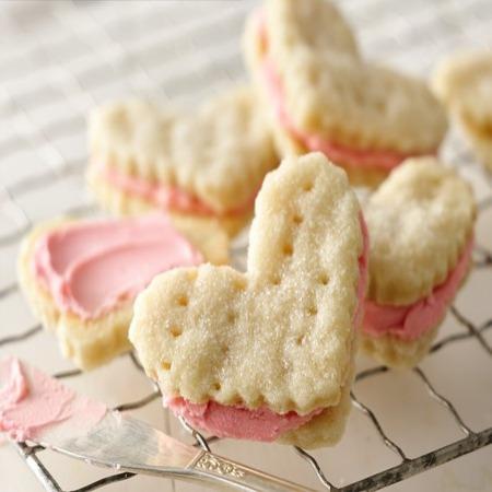 Valentine Cream Wafter
