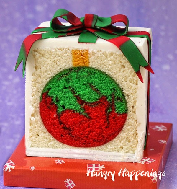 Chrismtas-present-cake-with-ornament-surprise