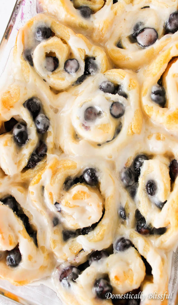 Quick-and-Easy-Sweet-Rolls-with-Blueberries