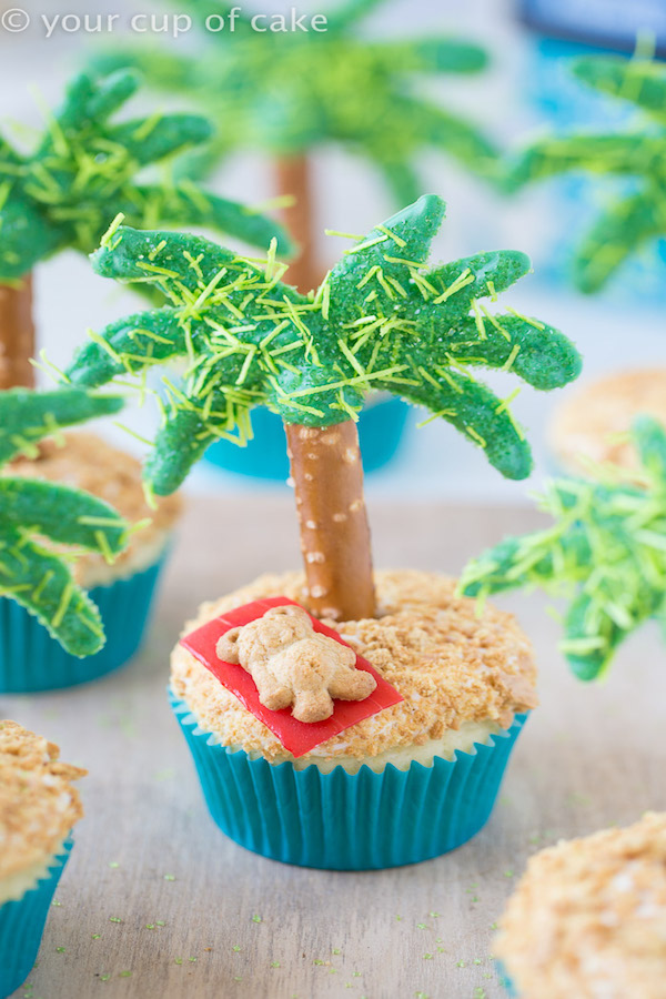 Palm-Tree-and-Teddy-Graham-Cupcakes