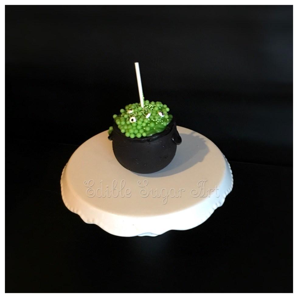 Halloween cauldron mini cakes