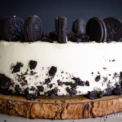 Cookies n' sour cream chocolate cake recipe from Edible Times