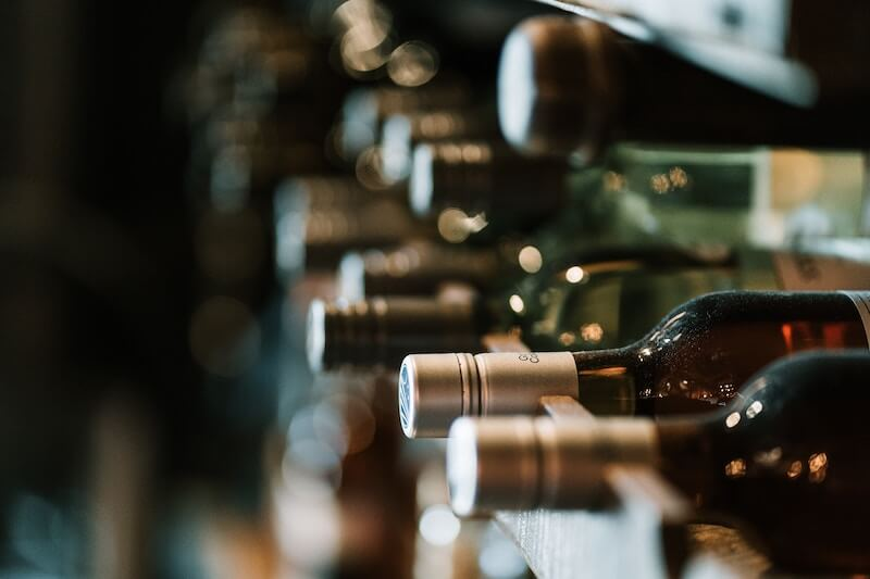 Calories in wine – this easy guide explains what to drink safely without compromising your diet.