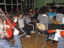Destacados músicos chilenos critican duramente al gobierno de Piñera  por poner fin a la obligatoriedad de Artes Musicales en Educación Básica.