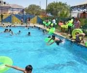 Hospicio inaugura temporada de piscina y de paso alcalde responde a críticas
