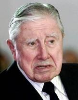 Oposición a homenaje a Pinochet y piden a Piñera que intervenga para suspenderlo