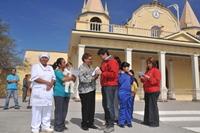 Ministro Golborne entregó Bono Solidario de Alimentos a 10 familias de La Tirana