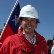 El plan de Golborne de instalar «mi banderita chilena» en todas las regiones cuesta 12 millones de dólares