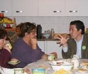 Gonzalo Prieto promueve candidatura a concejal por Hospicio en encuentros con pobladoras