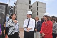 Ministro Pérez recorre construcción de viviendas para familias de campamentos de Iquique