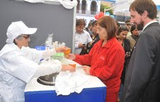 Emprendedores exhiben productos en Expo FOSIS Tarapacá 2012