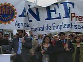 Despidos de funcionarios públicos continúan. Acuerdo firmado por ministros Larraín y Matthei con ANEF es letra muerta