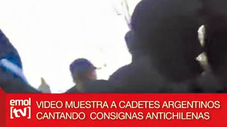 Un video xenófobo argentino eleva la polémica por los cantos militares