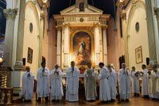 Fieles iquiqueños se congregaron en la Catedral para orar por nuevo líder de la Iglesia