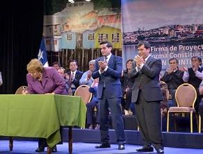 Bachelet firmó proyecto de ley para elección democrática u directa de los intendentes