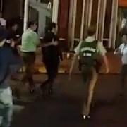 Intendente Cartes recibe ataques verbales y golpes a su auto tras ceremonia en Plaza Prat